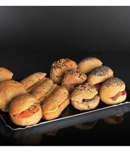 Le plateau de mini sandwichs spéciaux
